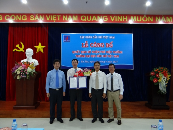 Announcement of appointment decision Vice Rector of Petrovietnam University
