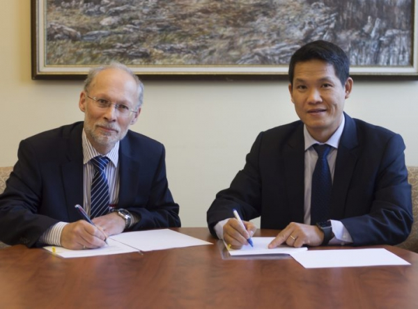 Memorandum of understanding between PetroVietnam University and Memorial University